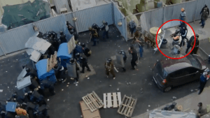 Corrupt Odessa police officers shield Russian agents firing with Kalashnikovs at Ukrainians