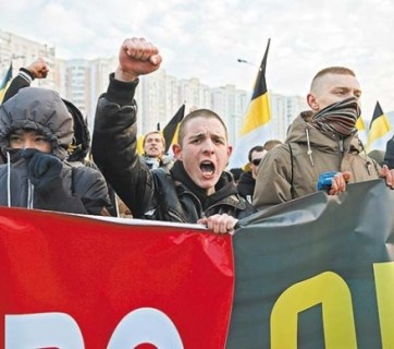 "While Russian law enforcement agencies fight ""extremism"" in the Internet, libraries, and museums, they authorize annual marches of far-right nationalists in the streets of the country's major cities. (Image: EPA)"