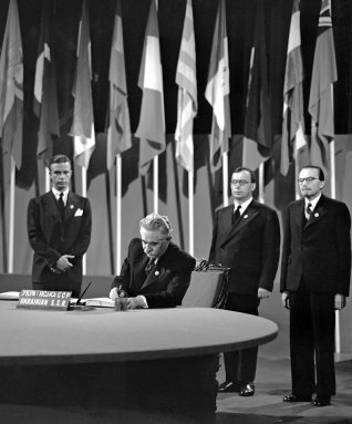 Dmytro Manuyilskyy, Ukrainian SSR FM signing the UN Charter on 26 June 1945