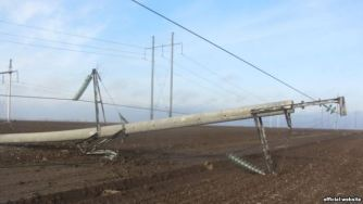 A high-power electrical transmission tower in Kherson oblast transporting energy to Crimea, damaged by an explosive blast. November 21, 2015. (Image: UkrEnergo)