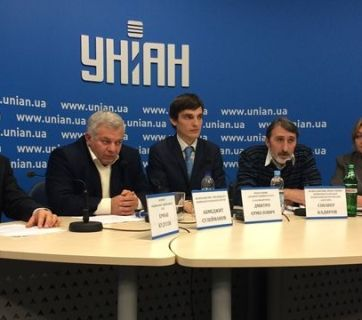 Crimean Tatars from the Mejlis and other human rights organizations have formed Azatlyk to promote the restoration of an autonomous Crimean Tatar republic within independent Ukraine. December 3, 2015 in Kyiv, Ukraine (Image: QHA)