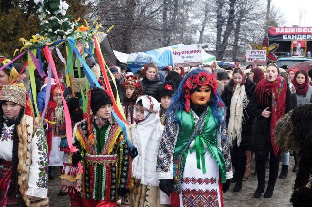 Malanka and her companion Vasyl open the carnival