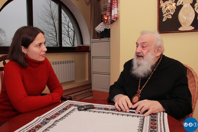 Liubomyr Husar giving an interview to Natali Morris. Photo: UA1