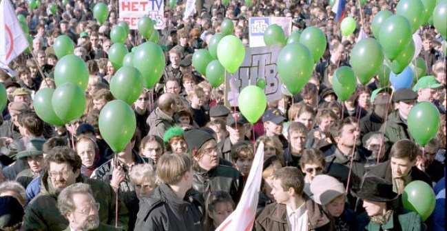 April 2001, people gathering in support of NTV