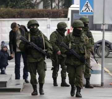 Russian cadres troops disguised in unmarked uniforms, face masks and body armor carry out heavily armed patrols in the streets of Crimea to suppress any popular resistance to the invasion. February 2014. (Image: molbuk.ua)