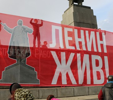 """""""Lenin Lives!"""" sign at a demonstration of the left in Yekaterinburg, Russia next to the city's main Lenin statue. 22 April 2016 года (Image: social media)"""