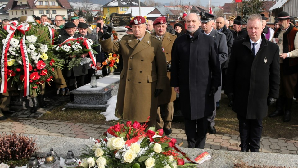 Antoni Macierewicz, Poland's Defense Minister, takes part in the ceremony honoring Jozef Kuras on 20 February 2016. Photo: PAP/Grzegorz Momot