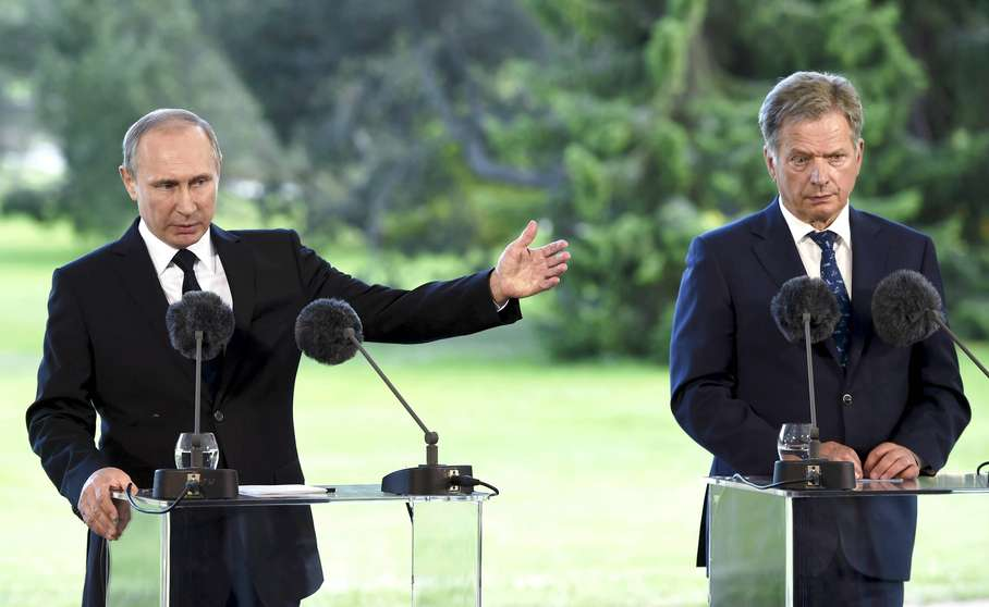 Russia's President Vladimir Putin, left, and Finland's President Sauli Niinisto during a joint press conference at the presidential summer residence Kultaranta in Naantali, Finland, on Friday July 1, 2016. (Jussi Nukari / Lehtikuva via AP)