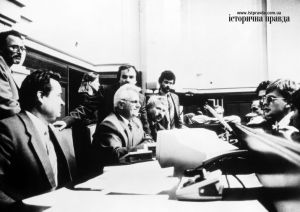 Verkhovna Rada's chairman Leonid Kravchuk (center) with his deputies at the session to declare the independence of Ukraine on August 24, 1991 (Image: State archives)