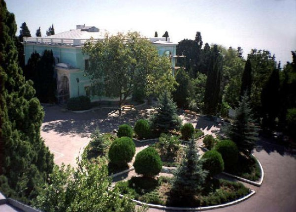 Prince Mikhail Romanov, the brother of Alexander II purchased the estate in 1869 for his wife. The estate sits on 70 acres and stretches from the modern Sevastopol highway to picturesque Cape Ai-Todor