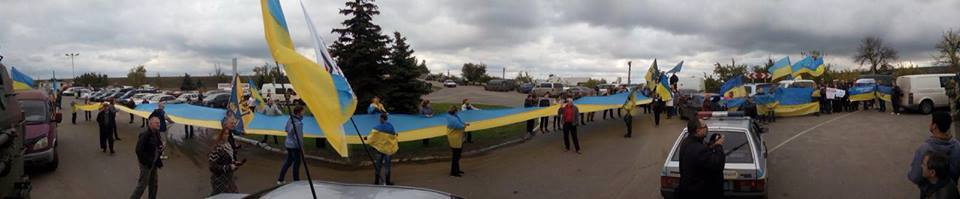 Protests in Stanytsia Luhanska against the withdrawal of the Ukrainian army, 10 October 2016. Photo: Zahar Vovk/fb.com