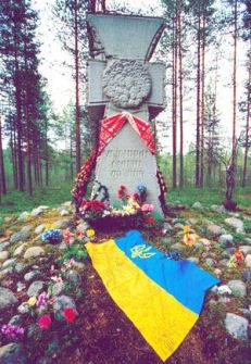 KOZAK CROSS TO EXECUTED UKRAINIANS (SANDARMOKH FOREST IN KARELIA, WHERE 1,111 POLITICAL PRISONERS OF THE SOLOVKY CONCENTRATION CAMP WERE SHOT IN 1937, WITH 165 UKRAINIANS AMONG THEM)