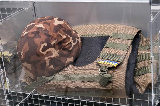 Svitlana Guba, the the wife of a fallen hero gave his body armor and a helmet to the museum Photo: adm.dp.gov.ua