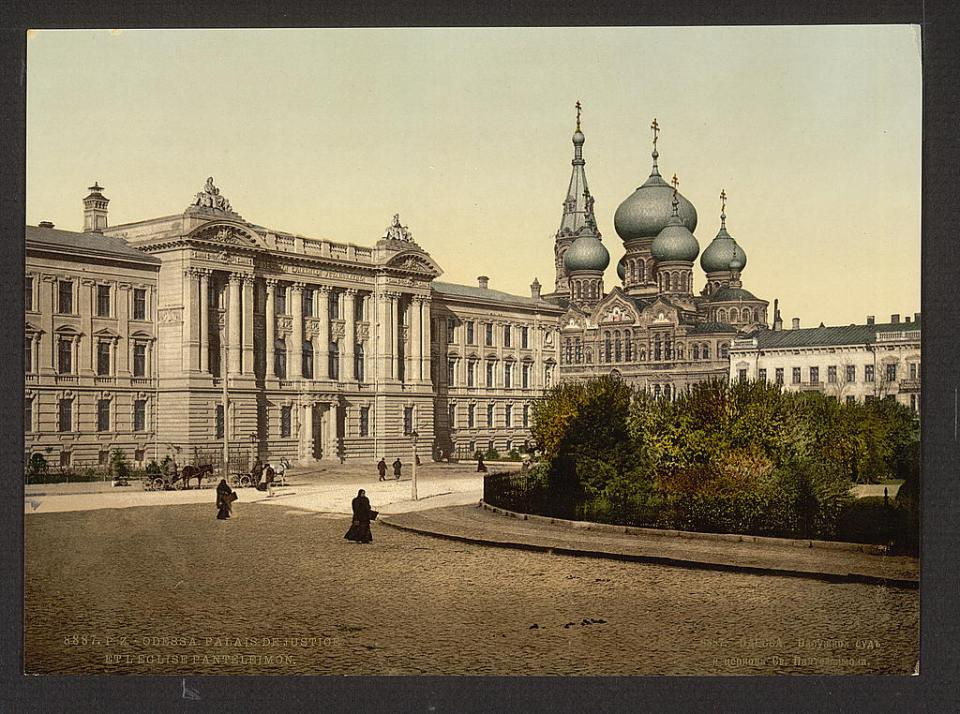 The Palace of Justice and St. Pantelimon Church in Odesa, Ukraine circa 1890-1900. Image: Detroit Publishing Company via the Library of Congress
