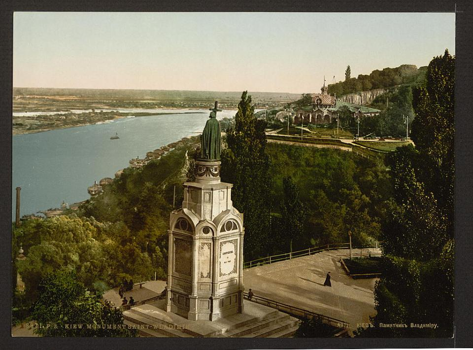St. Volodymyr Monument in Kyiv, Ukraine circa 1890-1900. Image: Detroit Publishing Company via the Library of Congress