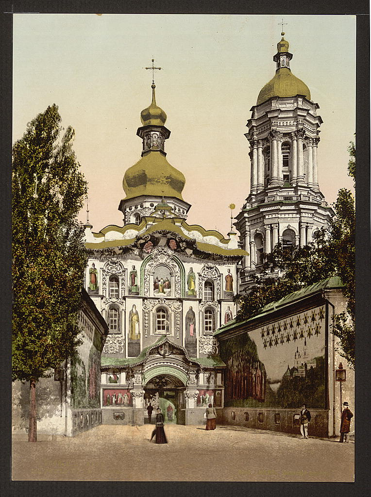 A view of the gate to the Lavra in Kyiv, Ukraine circa 1890-1900. Image: Detroit Publishing Company via the Library of Congress