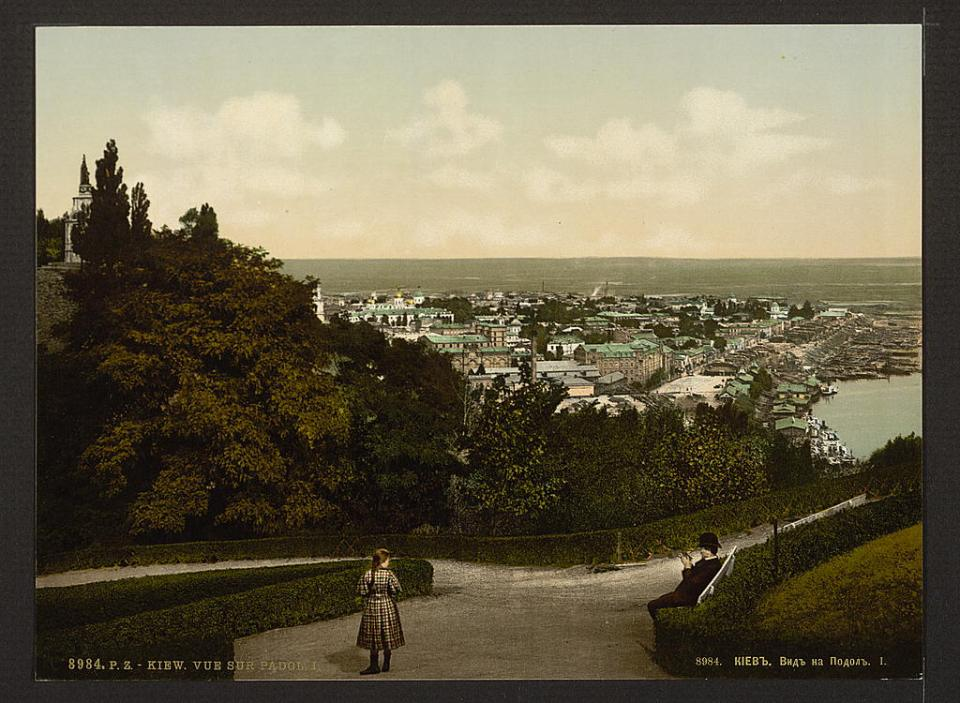 A view of the Podol district of Kyiv, Ukraine circa 1890-1900. Image: Detroit Publishing Company via the Library of Congress