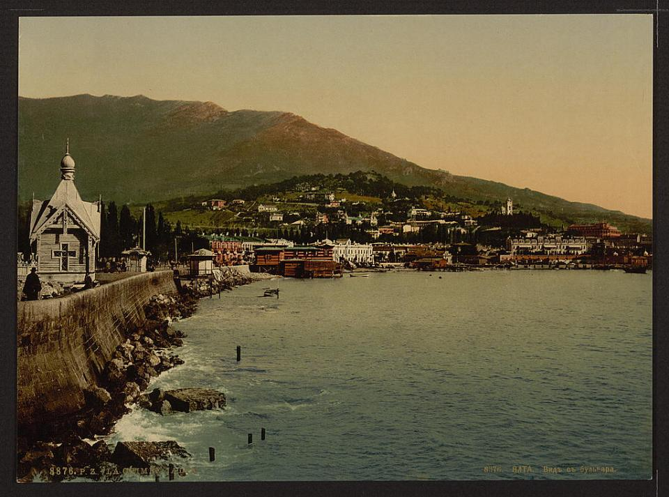 The city of Yalta, a view from the Boulevard, Crimea, Ukraine circa 1890-1900. Image: Detroit Publishing Company via the Library of Congress