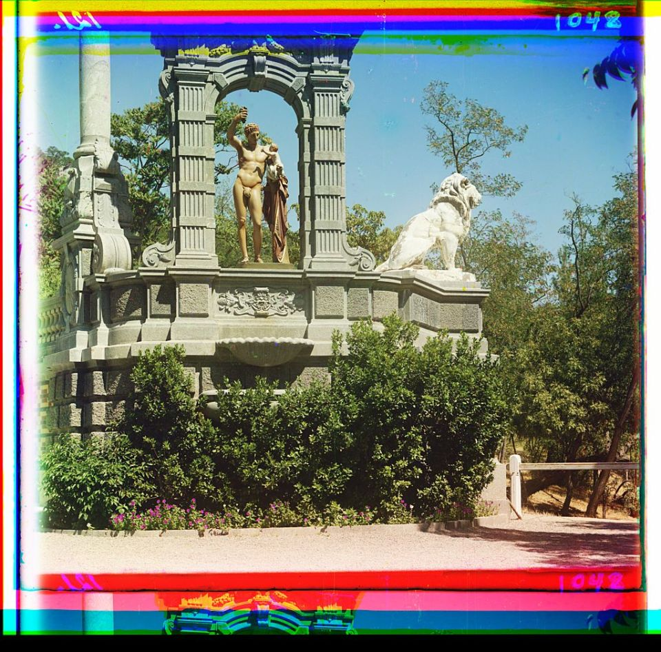 A view of sculptures in Alupka, Crimea, Ukraine circa 1905-1915. Photo: Prokudin-Gorsky via the Library of Congress