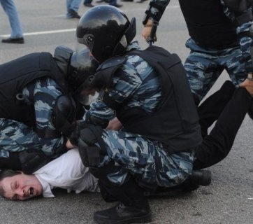 Police arresting Putin opposition protesters in Moscow, Russia. May 6, 2012. The rally participants are protesting against Vladimir Putin's new term as the Russian president. (Image: TASS)
