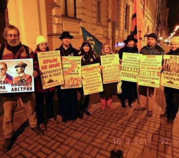Russians protesting Putin's Crimean Anschluss in St. Petersburg, Russia on March 16, 2017 (Image: ixtc.org)