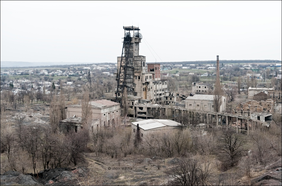 Young Communar Coal Mine in the Russia-occupied town of Yenakiyeve in the Donbas, Ukraine. In 1979, the USSR conducted a nuclear blast in the mine to degas it, but it contaminated the deposit and underground water with radiation. (Image: Viktor Mácha / viktormacha.com).