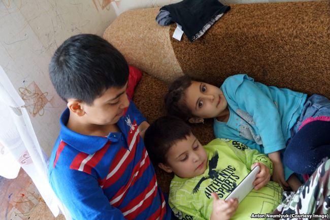 Children of Zevri Abseitov, one of 19 Crimean Muslims in the so-called Hizb ut-Tahrir case. Photo: Anton Naumlyuk
