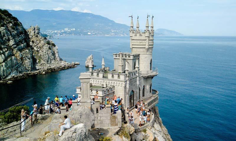 The Swallow's Nest castle near Yalta in the Russia-occupied Crimea (Image: qha.com.ua)