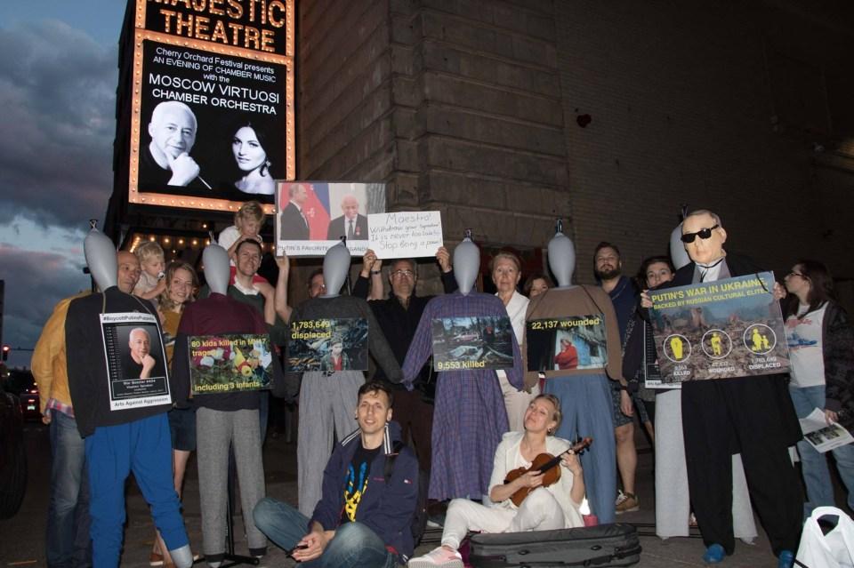 Spivakov-protest-group.JPG