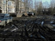 Paved roads are non-existent in many Russian provincial cities and towns. (Image: Ilya Varlamov)
