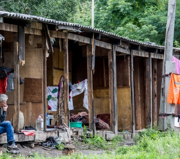 Dilapidated and abandoned communal sheds used by homeless in Vladivostok, Russia (Image: vl.ru)