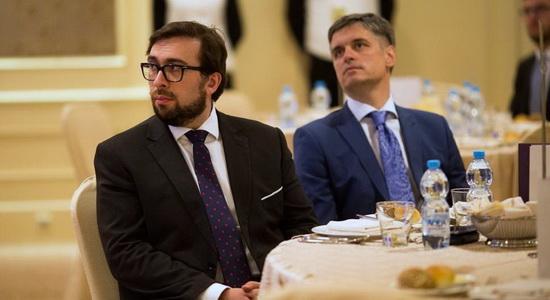 VAdym Prystaiko (right) and NATO Representative in Ukraine Oleksander Vinnikov. Photo: Crimean News