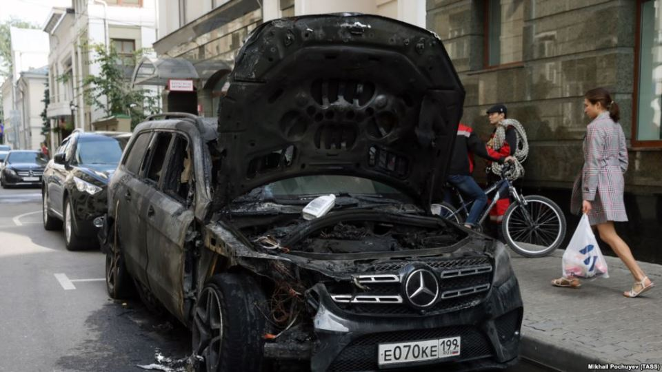 Remains of one of the cars burned in an arson attack is seen near the Moscow office of lawyers for the director of the film Matilda. The film has drawn sharp criticism from the Russian Orthodox Church, radical Russian Orthodox and monarchist groups. Moscow, Russia, September 11, 2017. (Image: TASS)