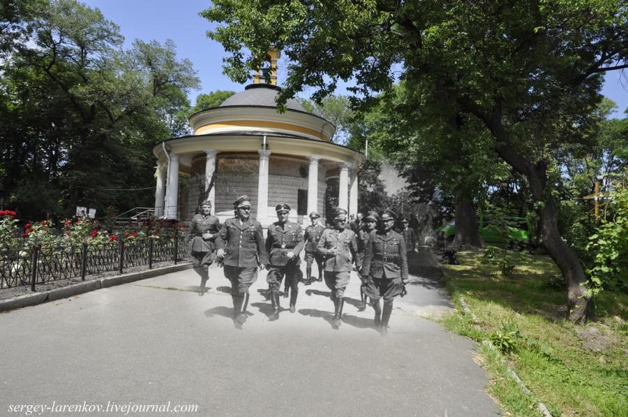 Kyiv 1941/2012. Nazis on Askoldova Mohyla Hill. Collage: Sergey Larenkov (Livejournal)