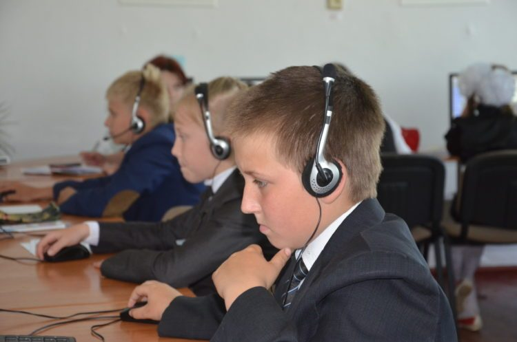 Online courses are helping students in the Lychkove village to learn programming. Photo: trk.dp.ua