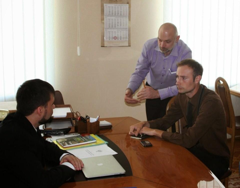 "Bekier is interviewing ""DNR"" leader Denis Pushilin, Donetsk, May 2014. Photo: anton-shekhovtsov.blogspot.com"