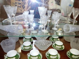 Tarnish on cut glass ware in Armyansk. Source: Twitter/loogunda