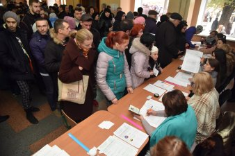 """Huge turnout"" in Donetsk as it was presented in one of photos by loyal journalists taken at the polling station established in one of the local schools. Source: Twitter/DonbassSegodnya"