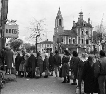 A bread queue in Pereslavl-Zalessk, Yaroslavl Oblast, USSR, 1991