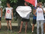 """The Russian government-sponsored youth groups like """"Nashi"""" continue to promote hatred against the Jehovah's Witnesses. In this demonstration, they were wearing t-shirts declaring """"I hate the Jehovah's Witnesses"""" and """"Honk if you're against the Witnesses."""" (Photo: Idel.Realii - RFE/RL)"""