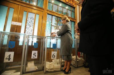 Yulia Tymoshenko casting her vote. Photo: Unian