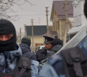 During the raid of Russian law enforcement on Crimean Tatar homes on 27 March, after which 23 men were arrested on accusation of terrorism. Photo: Crimean Solidarity