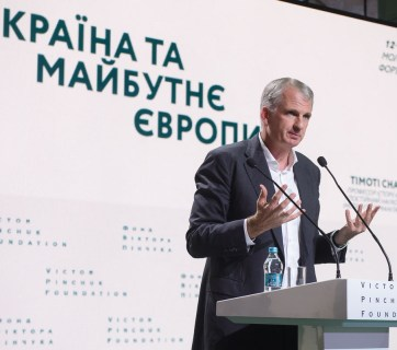 "Prof. Timothy Snyder delivers his lecture ""Ukraine and the Future of Europe"" in Kyiv on 20 June 2019. Photo: pinchukfund.org"