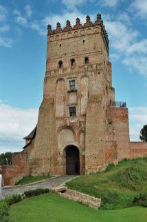 Iconic entrance tower of Lutsk Castle. Photo: Wikimedia Commons