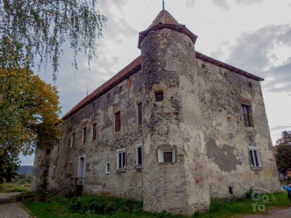 Chynadiyove Castle. Photo: go-to.rest