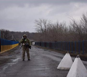 Entry-exit checkpoint Zolote at the March 2019 failed attempt to open it for pedestrians and vehicles. Photo: State Border Service of Ukraine