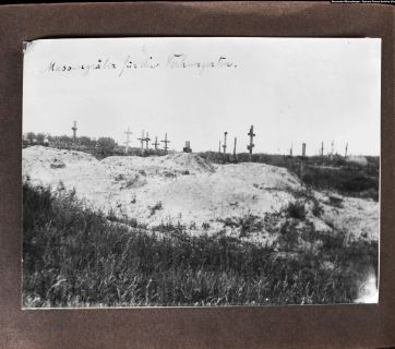 """Mass graves for the starving"" (caption by Wienerberger). Near Kharkiv, 1933. Photo: Alexander Wienerberger, first publication. Courtesy of Samara Pearce"