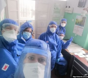 Ukrainian doctor Olha Kobevko with colleagues involved in fighting COVID-19. Photo via RFE/RL