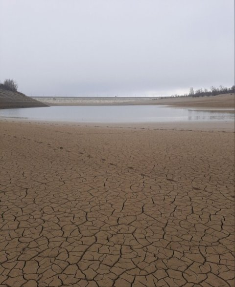 Photos of the dry Ayan reservoir that supplied water to Simferopol. Source: RoksolanaToday/Twitter