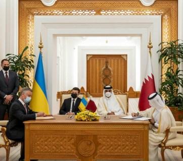 Ukraine's Acting Minister of Energy Yuriy Vitrenko and Qatar's Minister of State for Energy Saad bin Sherid Al- Kaabi sign a memorandum of understanding in April 2021 (Source: Ministry of Energy of Ukraine)